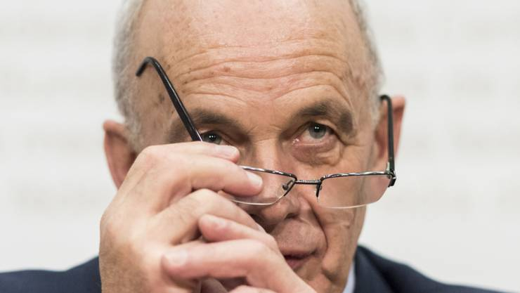Finanzminister Ueli Maurer hatte Ende letzten Jahres fast drei Milliarden Franken mehr in der Kasse als geplant. (Archivbild)