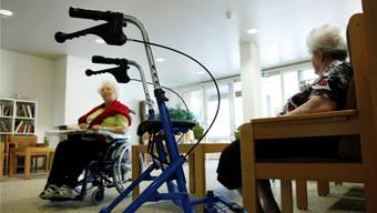 Im Alter gibt es verschiedene Hilfsangebote – nicht nur im Alters- und Pflegeheim.
