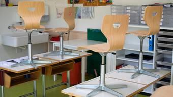 Solche Bilder wollen die Erziehungsdirektoren vermeiden: Schulzimmer ohne Klasse in Bellikon am 13. April 2020.