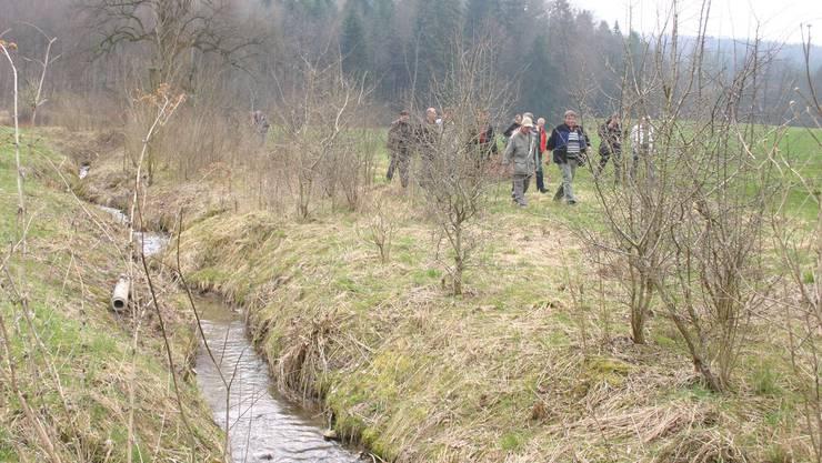 Der ausgedolte Heuelmülibach in Schafisheim präsentierte sich den Teilnehmern des Workshops als neue, naturnahe Lebensader.