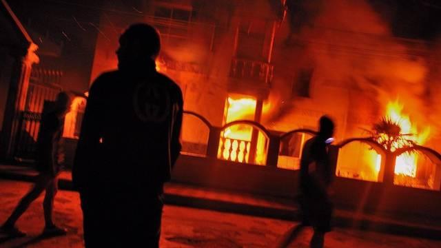 Brennende Häuser in Katuniza