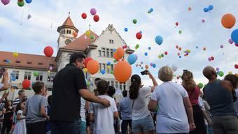 Der Zapfenstreich-Zug und der Ballonwettflug im Video.