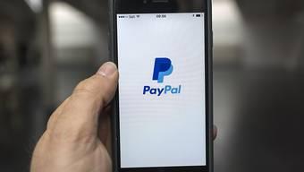 Der US-Bezahldienst Paypal profitiert seit längerem vom zunehmenden Handel im Internet. (Archivbild)