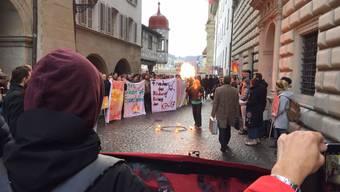 """Ein """"Spiel mit dem Feuer"""": Der Luzerner Gewerkschaftsbund demonstrierte am Montagmorgen vor dem Regierungsgebäude gegen die Sparpläne."""