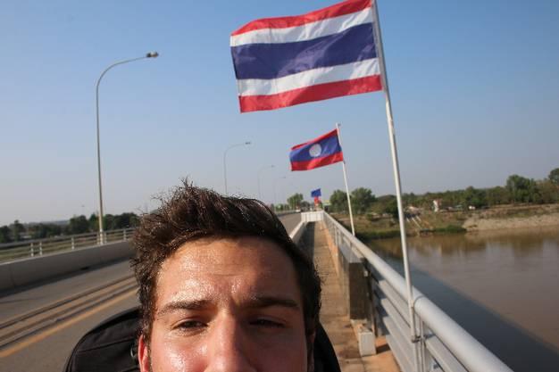 Von dort geht es dann zu Fuss über die Grenzbrücke nach Nong Khai, der thailändischen Stadt am anderen Flussufer.