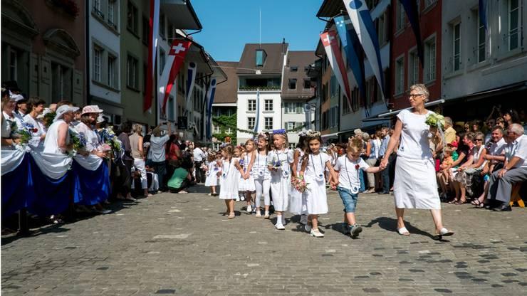 Jugendfestumzug in der Rathausgasse.