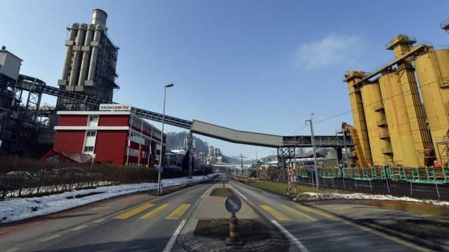 Die Kronospan-Fabrik in Menznau, wo die Bluttat geschah (Archiv)