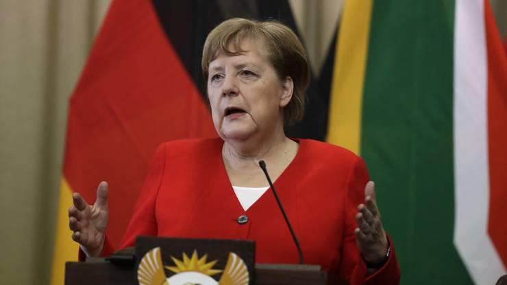 Angela Merkel hat sich während eines Besuchs in Südafrika zur Wahl in Thüringen geäussert.