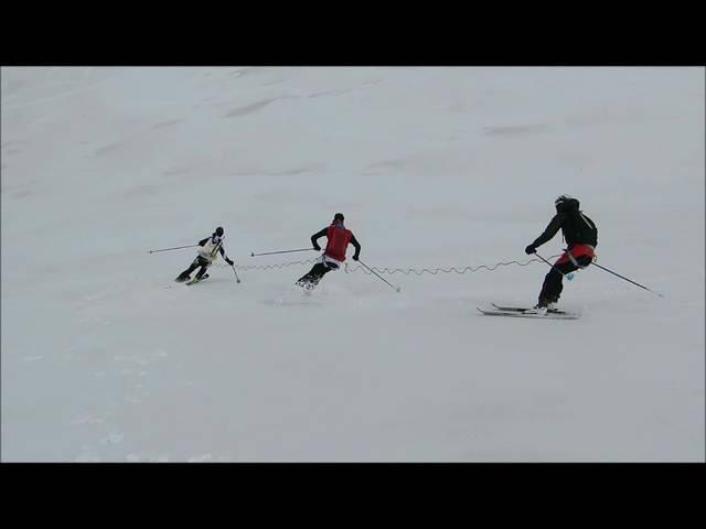 Training auf dem Gletscher - Skifahren in einer Dreiergruppe
