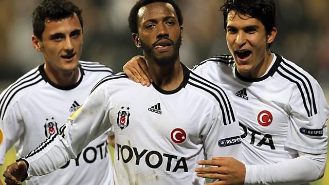 Besiktas-Profis Mustafa Pektemek, Manuel Fernandes und Necip Uysal
