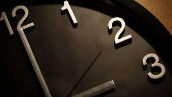 Der Nutzen der Zeitumstellung ist umstritten. (Archivbild)