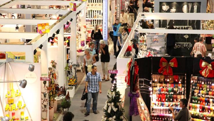 Dies und das an der Ornaris: Schon müssen die Geschäfte fürs Weihnachtsgeschäft einkaufen.  zvg