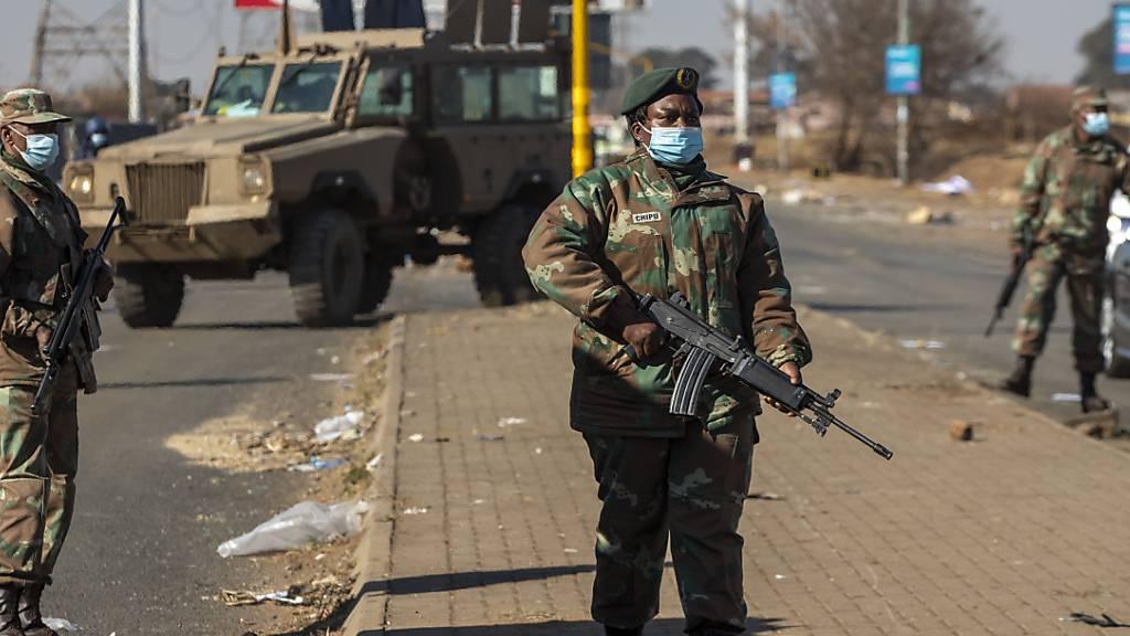 Südafrika startet grossen Militäreinsatz gegen Gewalt und Plünderungen