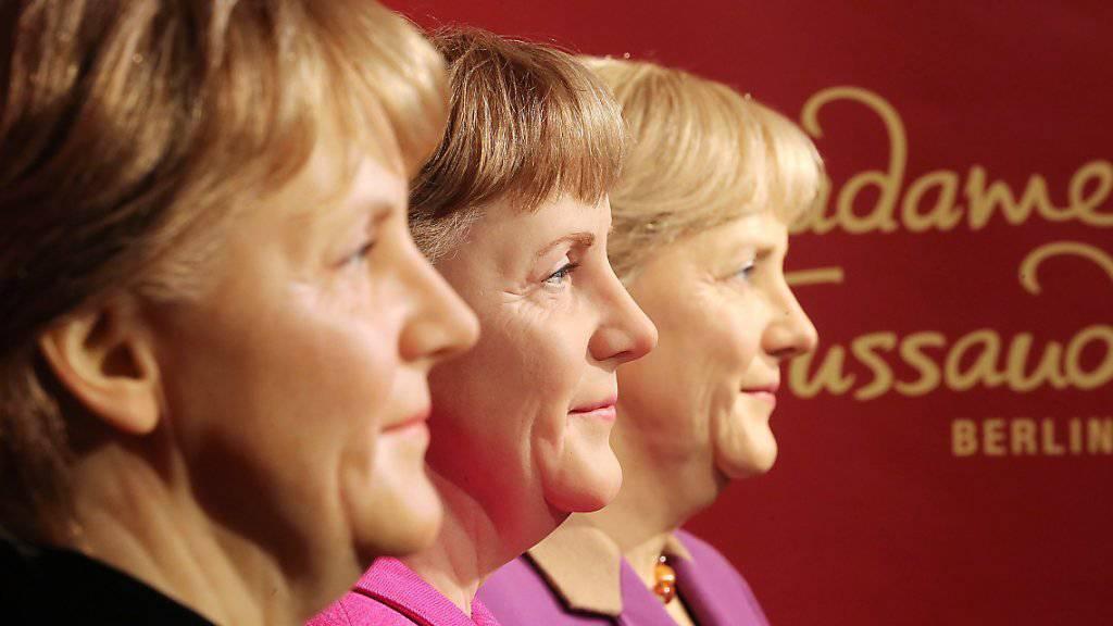 Bei Madame Tussaud in Berlin gleich dreimal aus Wachs: Bundeskanzlerin Angela Merkel zum 10-Jahre-Jubiläum.