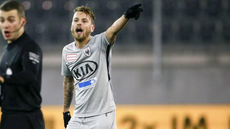 Olivier Jäckle dirigiert im FCA-Mittelfeld seine Kollegen