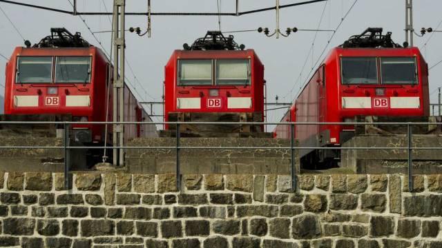 Kein Personal - keine Fahrt: Deutsche-Bahn auf dem Abstellgleis