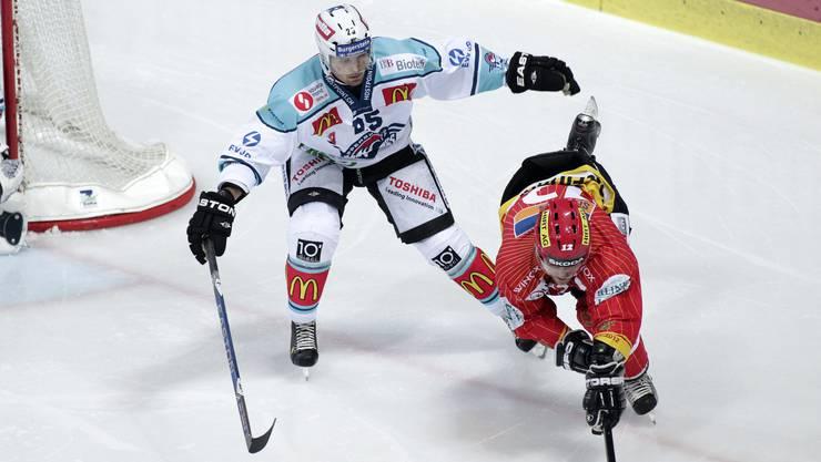 Voller Einsatz: Niki Sirén (links), hier im Jahr 2011 für Rapperswil-Jona im Duell gegen Mathieu Tschantre vom EHC Biel.