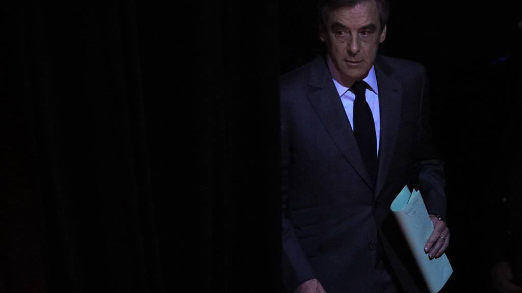«Schwarzes Kabinett»: Der angeschlagene französische Präsidentschaftskandidat François Fillon wittert eine Verschwörung gegen ihn - orchestriert von höchster Stelle. (Archivbild)