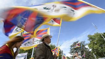 Tibeter demonstrieren 2015 vor dem UNO-Gebäude in Genf gegen die Unterdrückung durch China. In der Schweiz erhalten längst nicht alle Menschen tibetischer Ethnie Asyl.