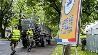 Die Aufbauarbeiten für den Halt der Tour de France in Bern laufen bereits auf Hochtouren.