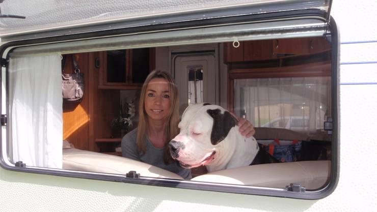 Nadine Schranzhofer kämpft mir ihrem Partner gegen die Einschläferung der Olde English Bulldogge.