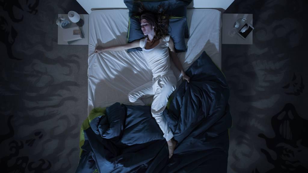 Die Hitze kann zu schlaflosen Nächten führen. (Symbolbild)