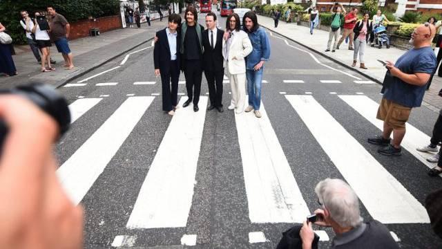 Posieren wie einst die Beatles für ihr Album Abbey Road (Archiv)
