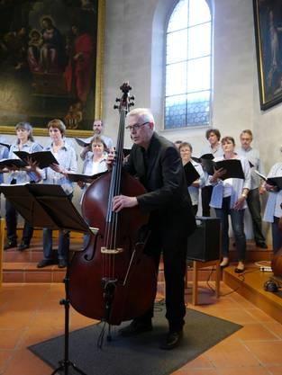 Wolfgang Musick überzeugte mit seinen Kontrabassklängen
