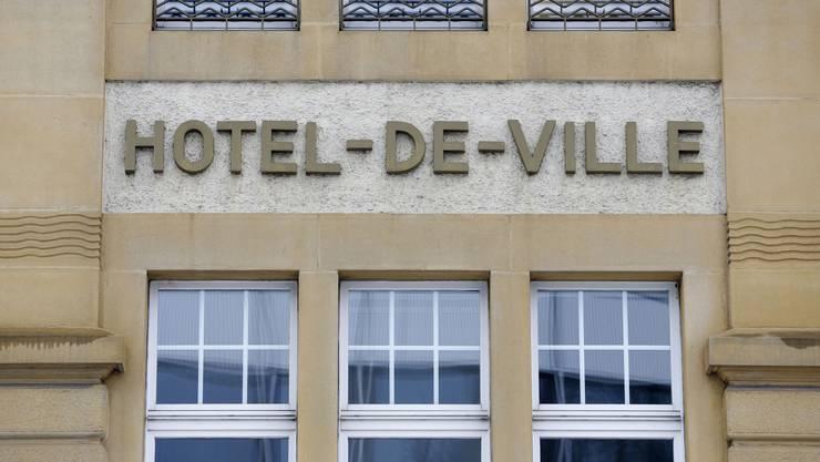 Es müsste heissen: Hôtel de ville.