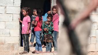 Der Aufmarsch der türkischen Truppen beginnt direkt vor ihrer Haustür: Kinder in der Kleinstadt Akcakale.