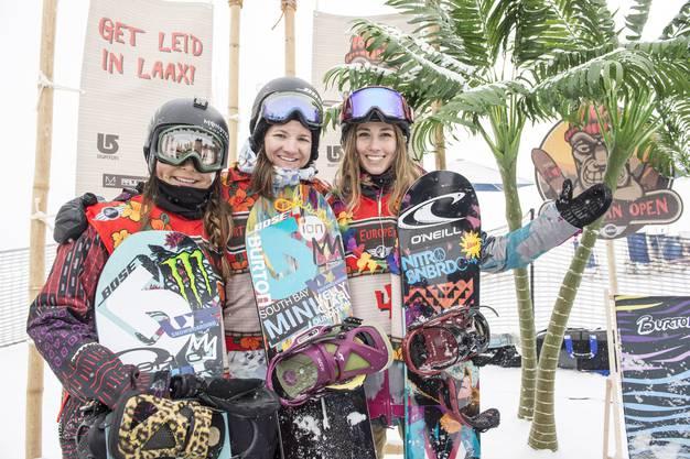 Das Podium bei den Frauen: die erst 14-jährige Chloe Kim (USA), Siegerin Kelly Clark und die Schweizerin Nadja Purtschert (v.l.n.r.).