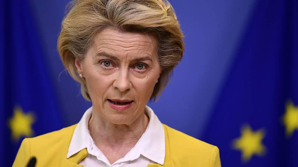 Ursula von der Leyen, Präsidentin der Europäischen Kommission, gibt eine Erklärung  ab. (Archivbild) Foto: John Thys/Pool AFP/AP/dpa