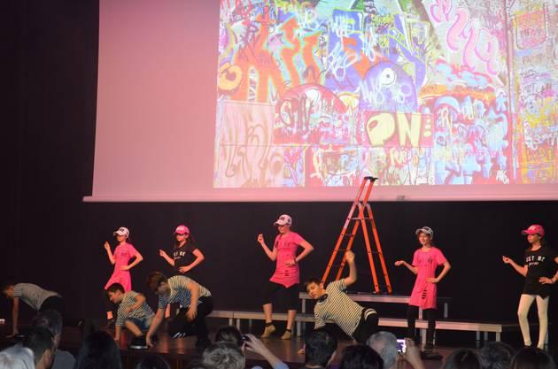 Cooler Auftritt von Kindern und Jugendlichen als Graffiti-Künstler.