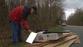 Zwischen Rohr und Rupperswil macht Abfallsheriff Heinz Steinmann an Ostern einen grausigen Fund. Am Strassenrand sammelt sich grossflächig Abfall.