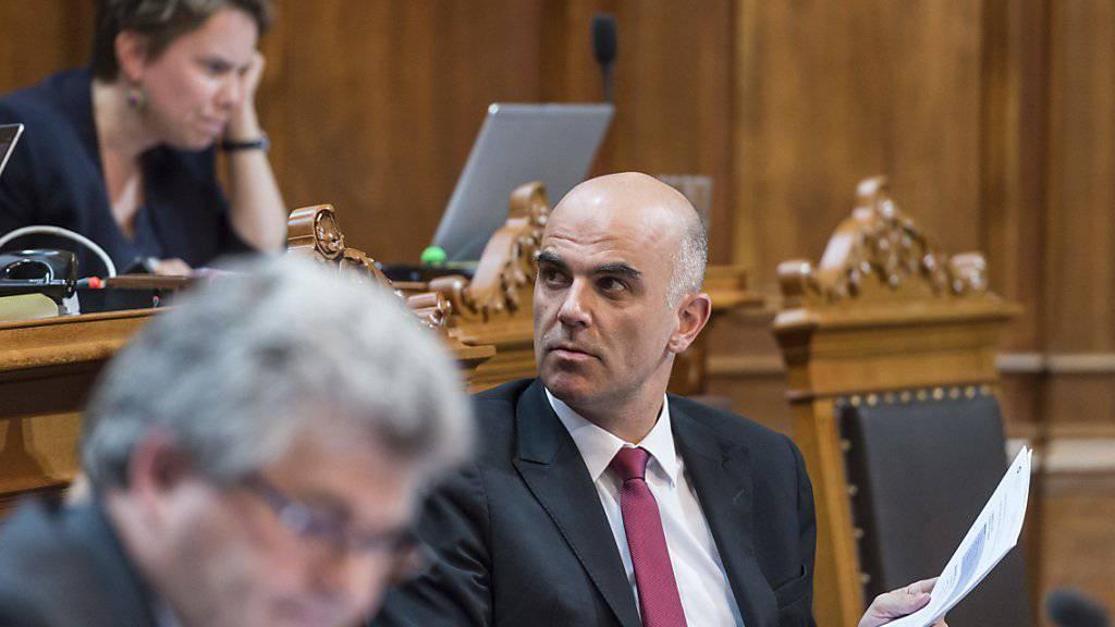 Bundesrat Alain Berset verteidigte im Ständerat die Pläne des Bundes zur Reform der Altersvorsorge. Er konnte sich nicht in allen Punkten durchsetzen. Gegen seinen Willen beschloss die kleine Kammer beispielsweise höhere AHV-Renten.