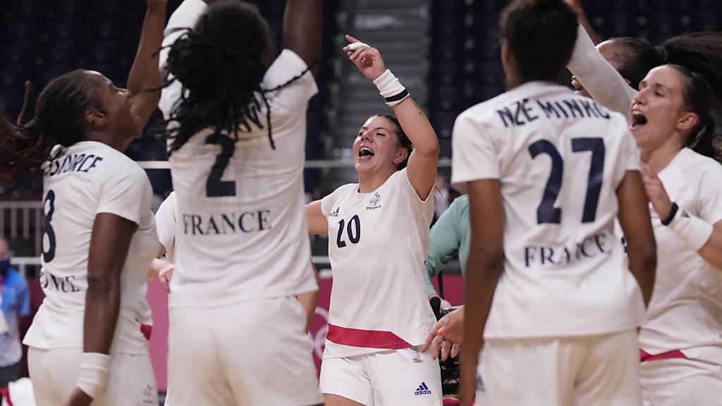 Nach den Männern feiern auch Frankreichs Handballerinnen in Tokio den Olympiasieg - für sie ist es der erste der Geschichte