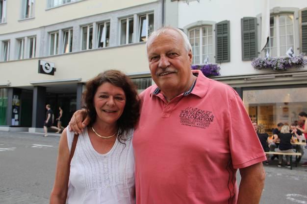 Hanspeter Ischi (71) und Cornelia Wegmüller (56) sind beide Ur-Brugger. Er war früher bei den Kadetten.