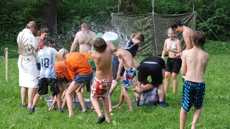 JuBla Möhlin bei einer Wasserschlacht im Lager