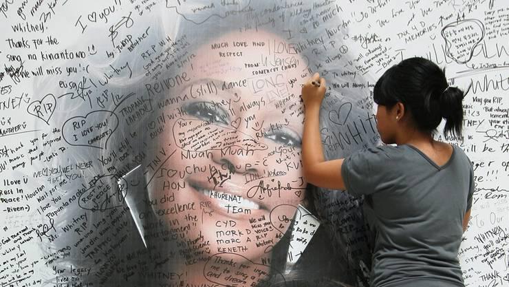 Ein philippinischer Fan trauert um Whitney Houston. keystone