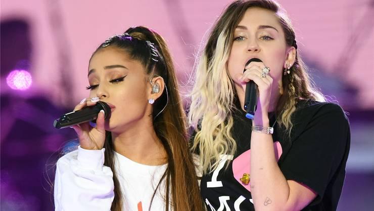 Pop-Stars Ariana Grande und Miley Cyrus vorgestern in Manchester.Dave Hogan/EPA/Key
