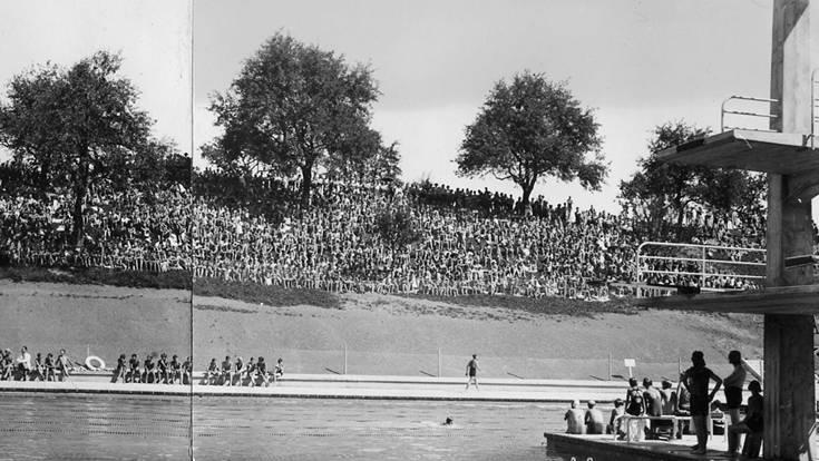Am 6. Juli 1934 fand das Eröffnungsschwimmen im Terrassenschwimmbad statt. Zahlreiche Besucher schauten gespannt aufs Wasser.