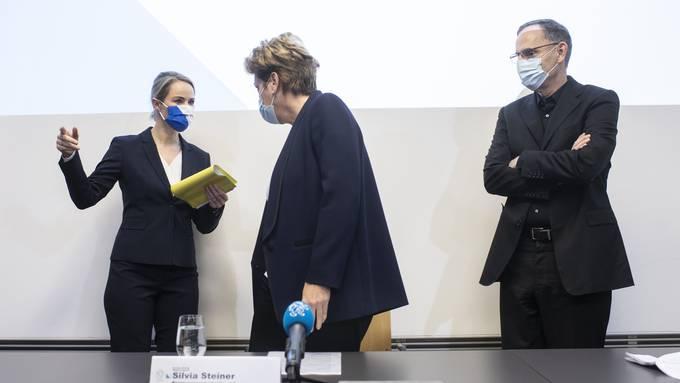 Von links nach rechts die Zürcher Regierungsräte Natalie Rickli, Silvia Steiner und Mario Fehr.