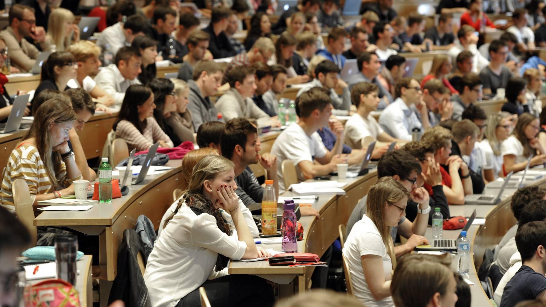 Wer einmal viel verdienen möchte, sollte an der HSG studieren. (Archiv)