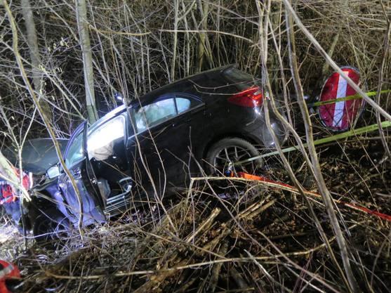 Sie verlor die Kontrolle über ihr Auto und landete in der Böschung.