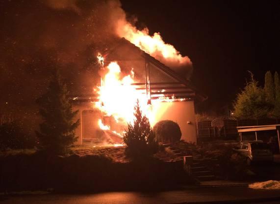 Ausgebrochen ist das Feuer gegen 22.30 Uhr