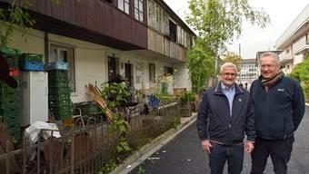 Herbert Kissling (links) und Cyrill Jeger vor den neulich erworbenen Liegenschaften an der Rosengasse.