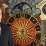«Die Zeit ist reif», sagt Christine von Arx vor einer historischen Uhr aus dem Jahr 1584.