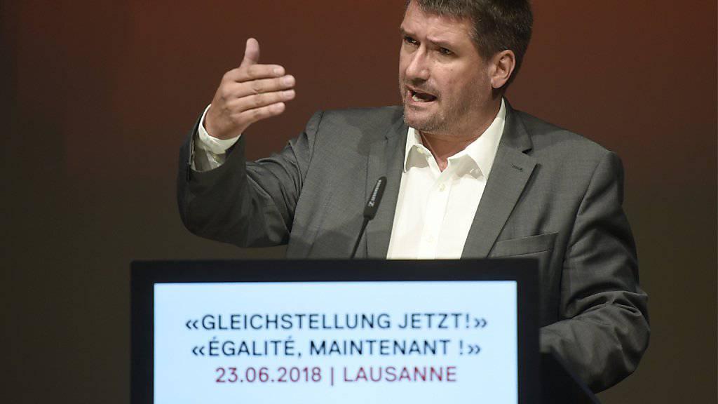 SP-Parteipräsident Christian Levrat hat an der Delegiertenversammlung vom Samstag den Kompromiss zur Steuervorlage verteidigt. Er kritisierte ausserdem Aussenminister Cassis für seine Äusserungen zu Palästina, zur den flankierenden Massnahmen und zur Agenda 2030.