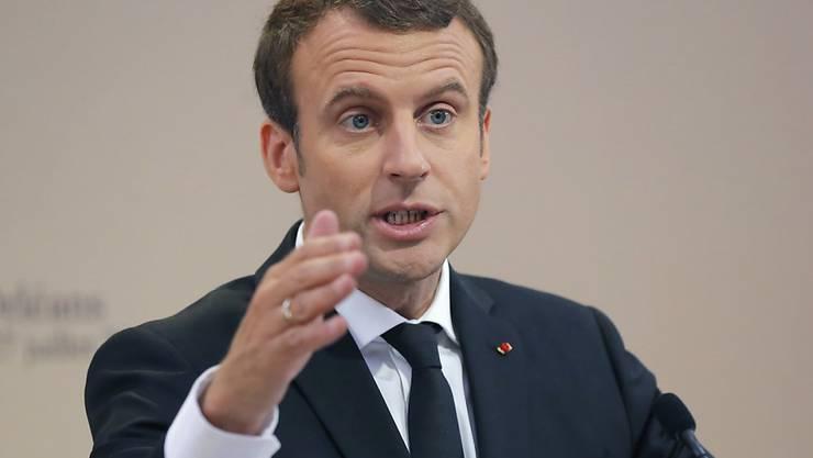 Die Einrichtung von Hotspots in Libyen sind laut französischer Präsidentschaft aus Sicherheitsgründen derzeit nicht möglich. Zuvor hatte sich Staatschef Macron für solche Zentren stark gemacht.