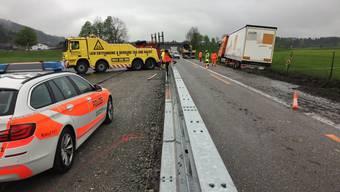 Sattelschlepper bei St. Margrethen SG verunfallt (26.04.17)